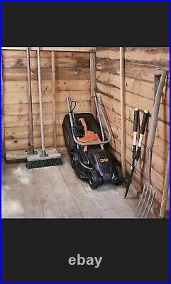 BLACK+DECKER Corded 32cm Lawn Mower and 23cm Strimmer Kit 1600W